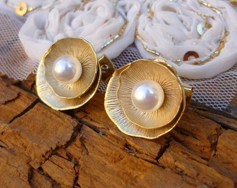 Vintage gold plated earring