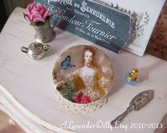 Madame Pompadour Plate for Dollhouse
