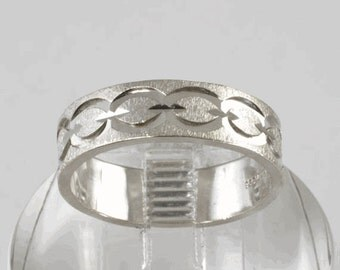 Vintage Wedding Ring  - Women's 14k White Gold Wedding Band  - Size 7-3/4 - C1960s Mid Century Carved Link Design, Affordable Wedding Ring