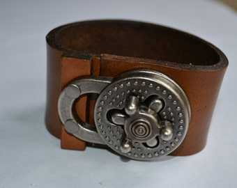 Leather heavy cuff bracelet in brown with turn lock