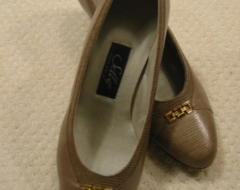 vintage womens taupe Selby heels size 7 D/B - gently worn