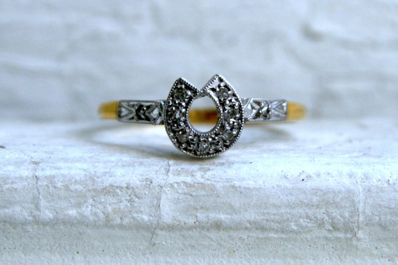 Lucky Vintage Horseshoe Ring in Diamonds, 18K Yellow Gold and Platinum.