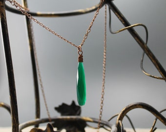 Emerald green pendant, green onyx, long bead, chalcedony, pendant, antiqued copper chain, green necklace, gifts to her