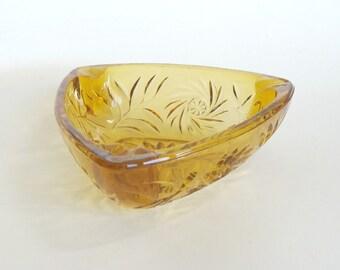 Amber Gold Glass Triangle Ashtray, Hazel Atlas Amber Gold Pinwheel Daisy Triangle Ashtray, Collectible Glass