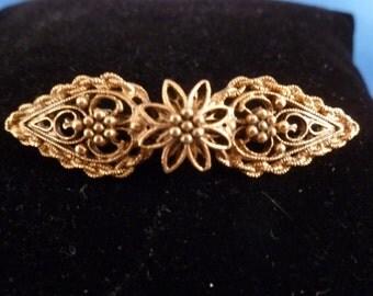 Gold tone Flower Brooch.