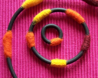 Rubber & Felt; set of 3 pieces of jewelry.