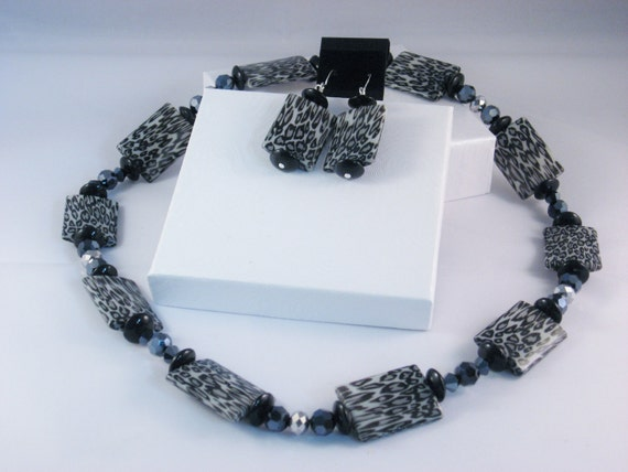 2 Piece Jewelry Set in Black and Gray Leopard Print