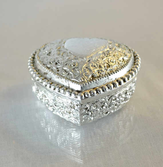 Jewelry box silver leaf gild heart shaped wedding ring for Heart shaped engagement ring box