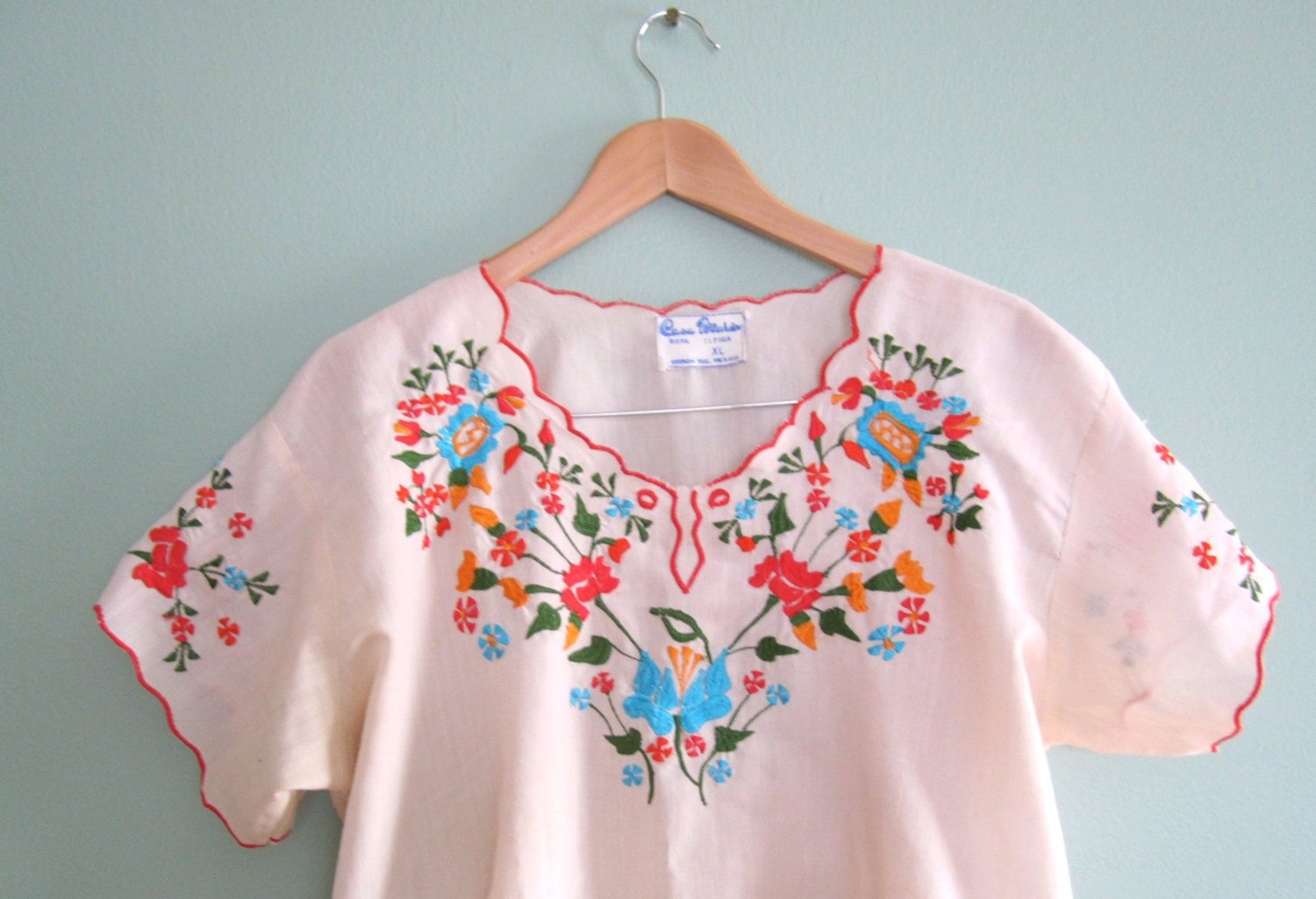 Vintage embroidered blouse/ Mexican floral embroidered shirt/