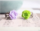 Purple green rose adjustable cocktail rings, filigree rose cabochon lucite flower, Set of 2 - CIRQUE