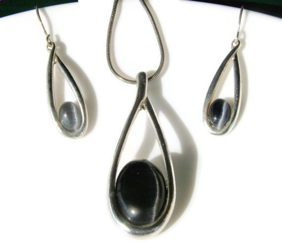 Retro Necklace and Earring Set Silver Tone and Black Stone