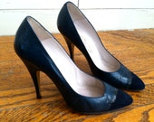 Vintage 1980s Navy Blue Leather and Suede Heels 6.5/7B