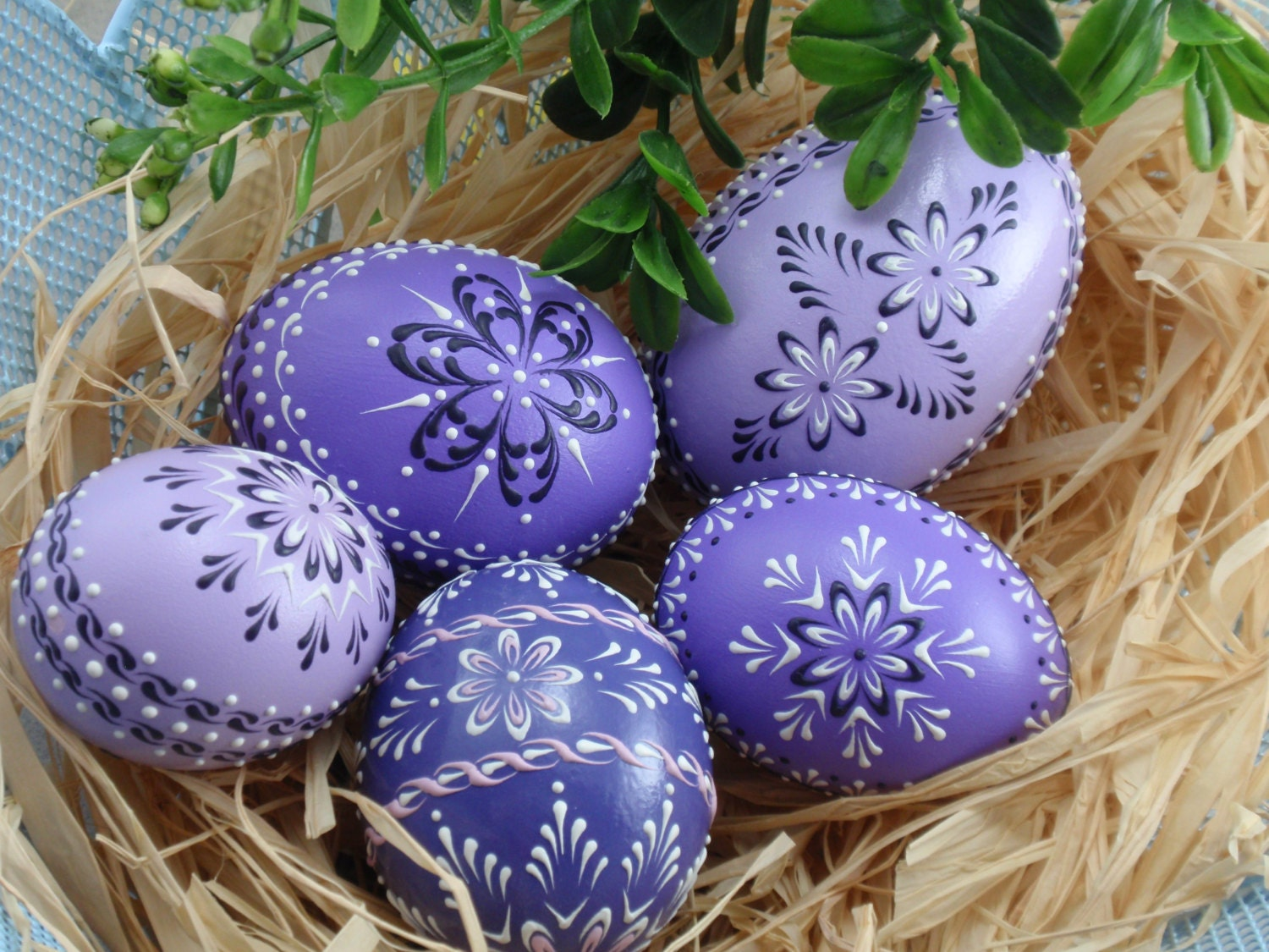 set of 5 easter eggs in purple decorated chicken eggs. Black Bedroom Furniture Sets. Home Design Ideas