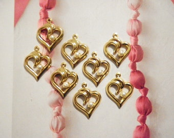 8 Vintage Goldplated 18mm Heart with Pearl pendant