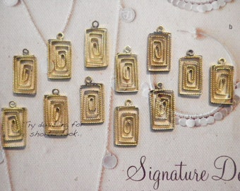 12 Brass 16mm Rectangle Wire Pendants