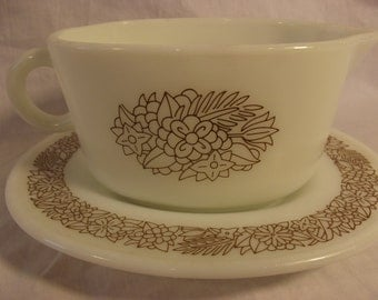 Awesome PYREX MILK GLASS Gravy Boat and Platter
