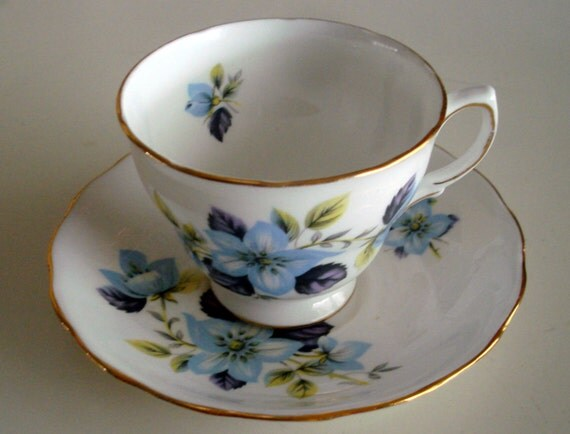 Vintage Queen Anne Bone China Made In England Cup Amp Saucer