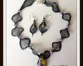 Italian wire mesh necklace with murano glass pendant