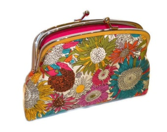 Bright Kiss lock wallet with modern floral print in shades of pink, 2 compartments, flowers, cerise