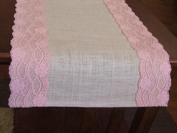 chemin de table toile de jute avec dentelle rose pastel. Black Bedroom Furniture Sets. Home Design Ideas