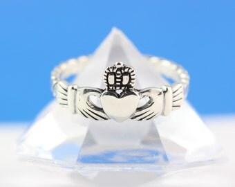 Claddagh Ring, Stunning Sterling Silver Claddagh ring, Irish ring, Love, friendship, loyalty symbol .562