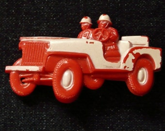 RARE...LOOK....WWII Military Jeep & Soldiers Pin