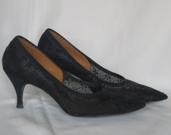 VIntage 1950-1960 VIntage Rockabilly / Mad Men Black Lace High Heel by LIfe Stride size 7.5 AA in very good vintage condition