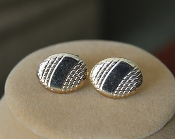 New     Shiny Oval Textured Gold Finish Cufflinks