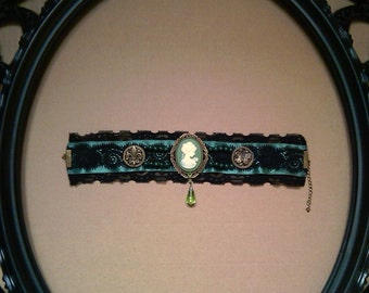 gothic,choker,victorian,necklace, cameo ,green