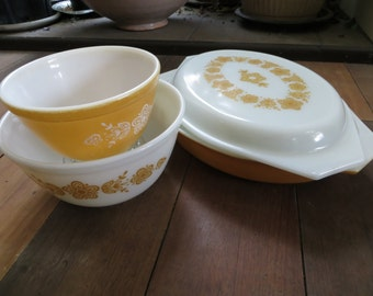 Vintage Gold Butterfly and Daisies Pyrex 4 Pieces