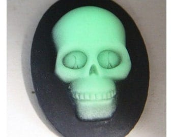 2 pcs of resin skull cameo-30x40mm -RC0168-glow in  dark