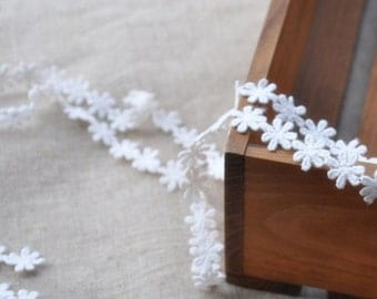 daisy cotton lace trim, white daisy lace, embroidered trim lace, antique lace trim, 2 yards