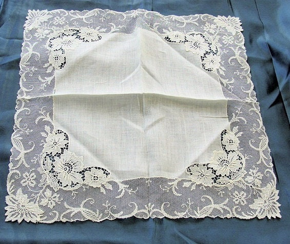 beautiful antique lace hankie bridal wedding handkerchief
