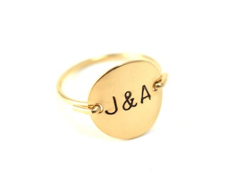 Personalized Initial Letter Monogram Ampersand Love Valentine BFF Stamped Hammered Round Circle Disk Charm Signet Gold Silver Ring Jewelry