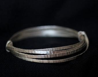 Four hammered interlocked bangles 98 % silver bracelet