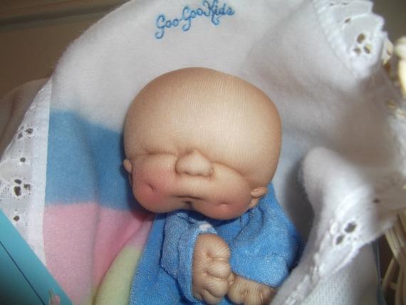 IN BOX 1984 Goo Goo Puppet 1st Edition w/ tag box bassinet blanket Baby Doll