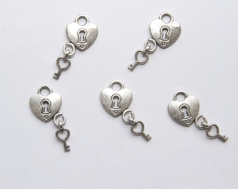 5 PCs Charm / Metal Pendant / Lock with key / antique silver tone / 12x15 mm  A166