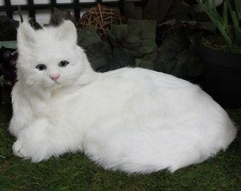 White Snowy Cat Realistic Adorable Furry Animal Taxidermy Figurine Decor Kitty