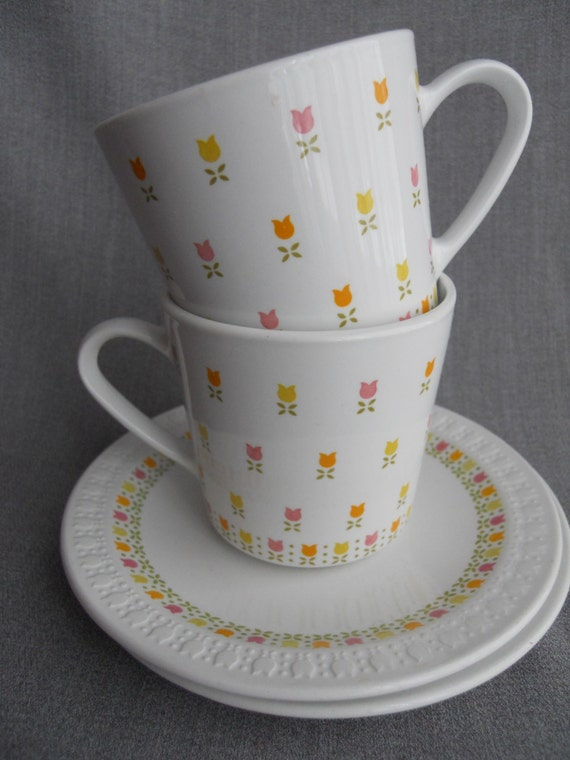 Pair of Vintage Perky Spring Teacups with Tulips by Centura Corning, Circa 1970s