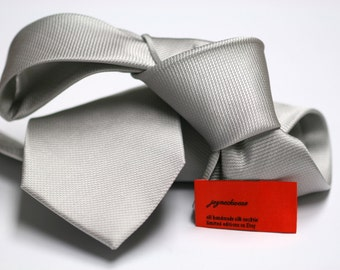 Silk Tie in Solid Knitted Silver
