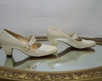 Celebrity Handmade 1980s Vintage Size 7 cream leather heels