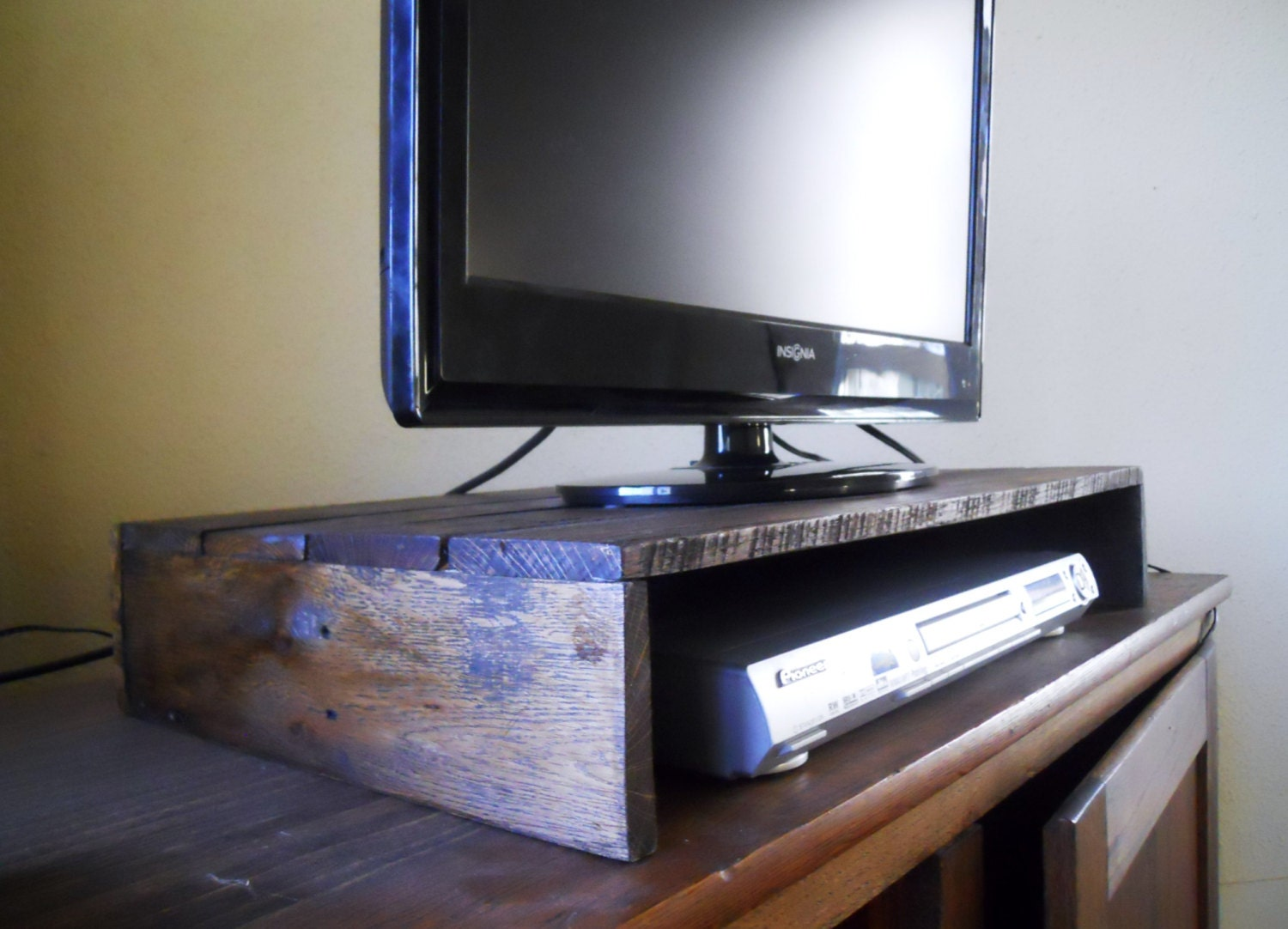 rustic solid wood tv stand entertainment center dvd stand. Black Bedroom Furniture Sets. Home Design Ideas