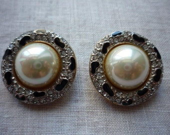 Beautiful Vintage Carolee Dome Faux Pearl Gold Tone Enamel Clip On Earrings
