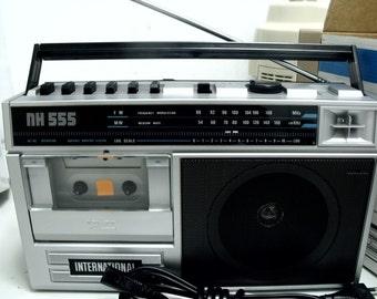 NEW VINTAGE 80s RETRO Silver Portable Radio cassette recorder
