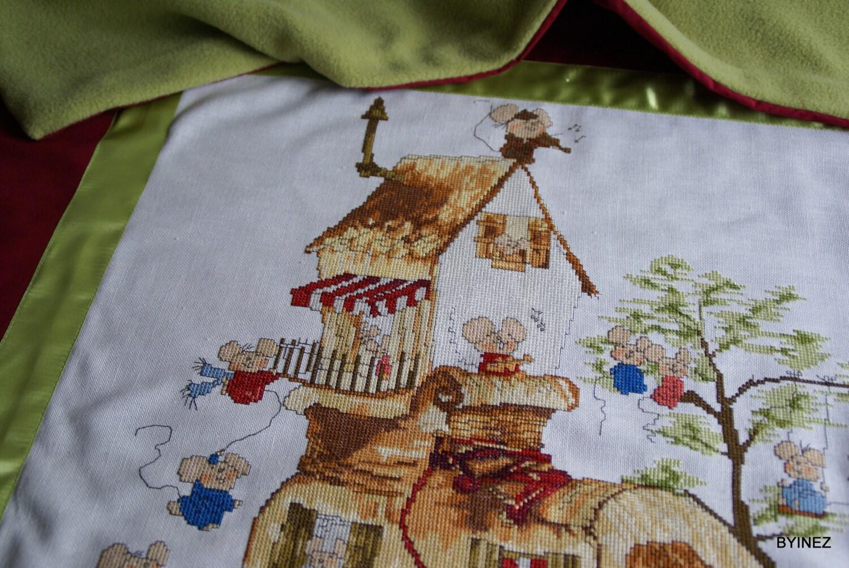 kinder kleuter deken met geborduurd Muizenhuis rood door BYINEZ