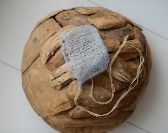Newborn hat/bonnet