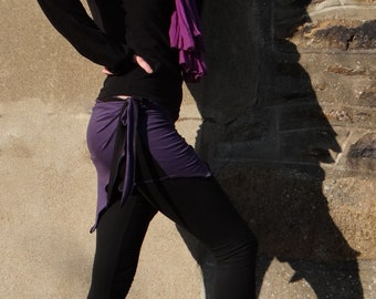 Mini skirt, On skirt in black and purple two-colored Jersey being formed on the side, cuts personnailsable.