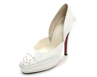 Custom Made Wedding Heels, Ivory  Wedding Heels with Crystals, White Wedding Shoes, Ivory Closed Toe Pumps