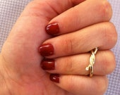Hipster Twisted Knot Knuckle, Mid Finger Ring in Gold