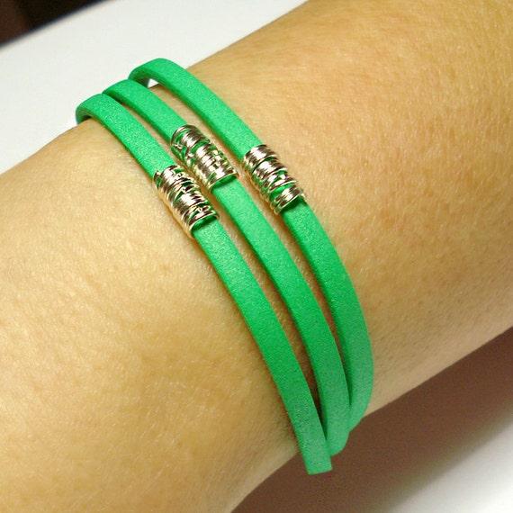 Braccialetto Express Yourself - Moosgummi colorato e anellini argentati - Creato a mano